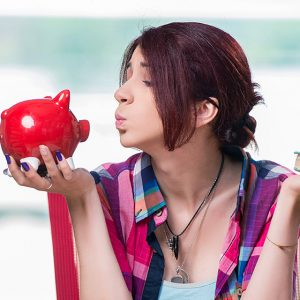 Banii și iarași banii…